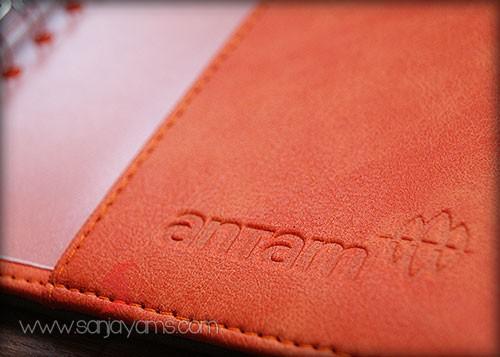 Detail emboss logo di cover belakang - Antam