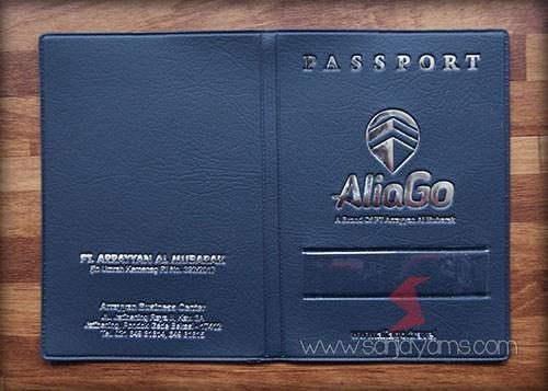 Cover paspor dengan warna navy