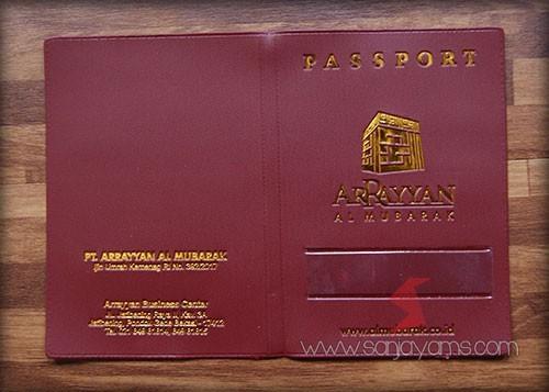 Cover paspor dengan warna merah