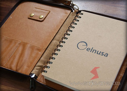 Detail bagian dalam dompet kulit serbaguna - Elnusa
