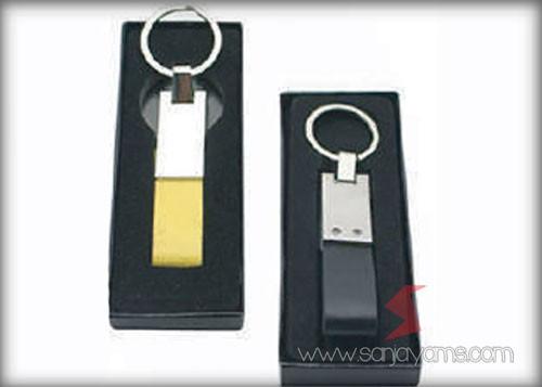 Tersedia 2 pilihan warna kulit gantungan kunci
