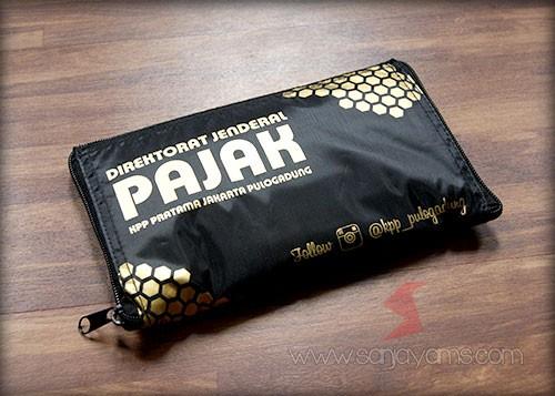 Tampak tutup goodie bag dompet - KPP Pulogadung