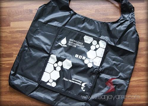 Goodie bag dompet Knowledge warna hitam