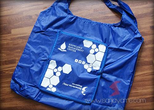 Goodie bag dompet Knowledge warna biru