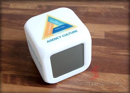 Jam dadu dengan cetak full color - Agency Culture