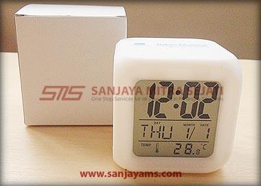 Jam dadu dengan box putih
