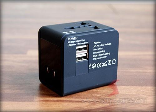 Lubang USB travel adaptor
