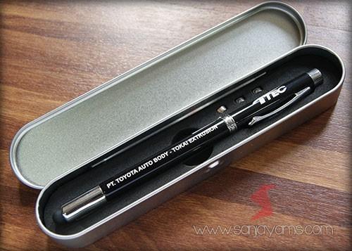 Pen 5 in 1 warna hitam