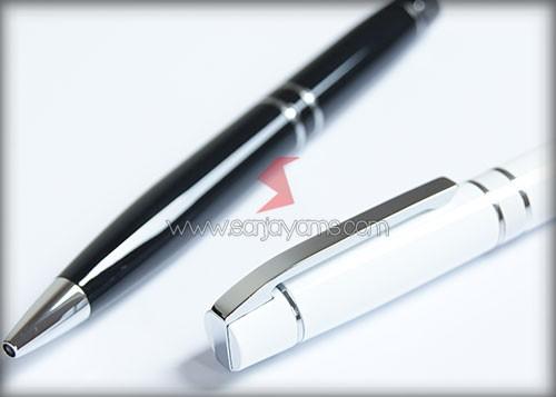 Pen besi warna hitam dan putih