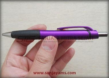 Contoh pen warna ungu