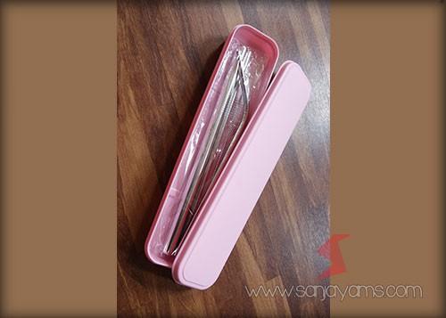 Box berwarna pink dengan stainless steel