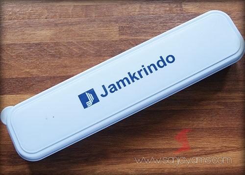Hasil cetak logo Jamkrindo pada box biru