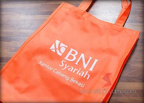 Tas spunbond warna oranye - BNI Sysariah