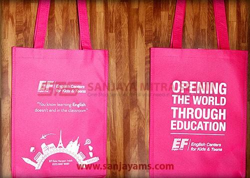 Tas spunbond EF Pejaten warna pink