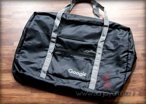 Travel bag lipat dengan warna hitam