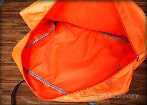 Detail bagian dalam travel bag